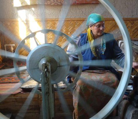 Eine traditionelle Seidenfabrik im Ferghantal, Usbekistan