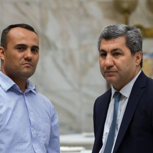 Der Anwalt Izzat Aman (links) zusammen mit Muchiddin Kabiri, Chef der Islamischen Partei der Wiedergeburt Tadschikistans, der im Exil lebt.