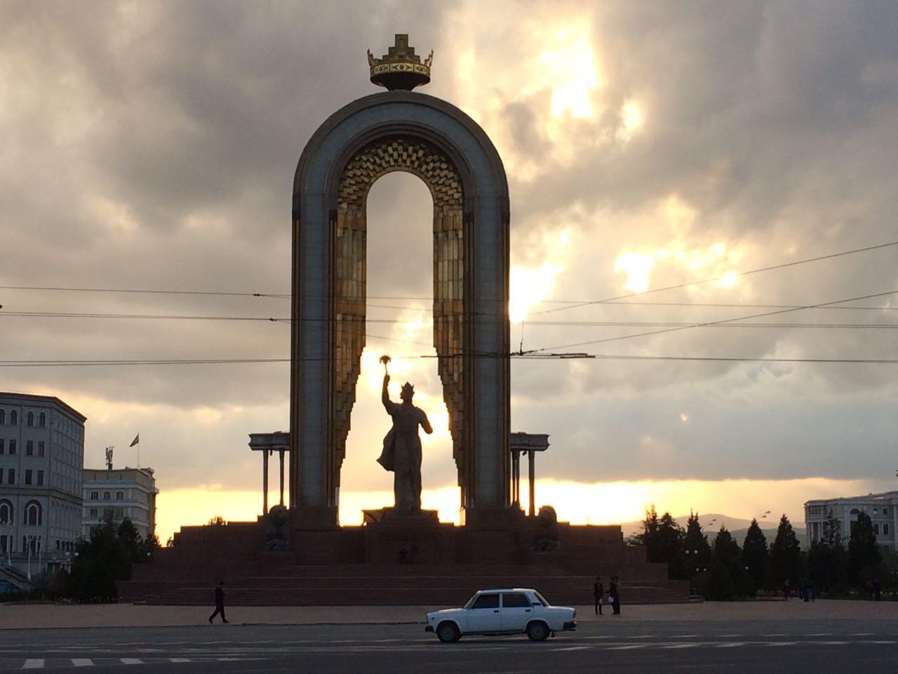 Ismail Somoni Statue in Dushanbe (Foto: Charlotte Dietrich)