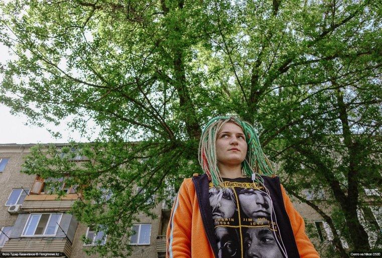 Schymkent Baum Frau