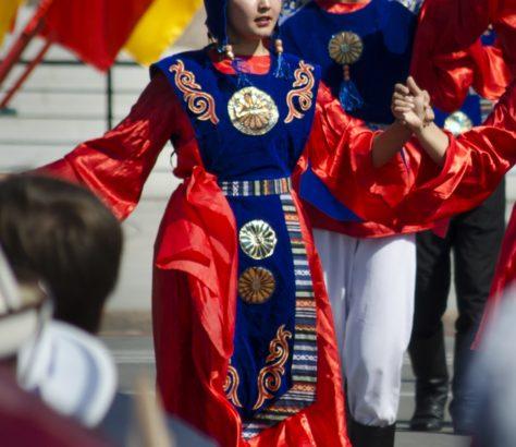 Kirgistan traditionelle Kleidung Bishkek Ala-Too