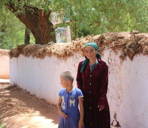 Kahl Mutter Tochter Usbekistan Tradition