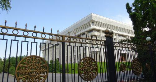 Weisses Haus Bischkek Dschogorku Kengesch