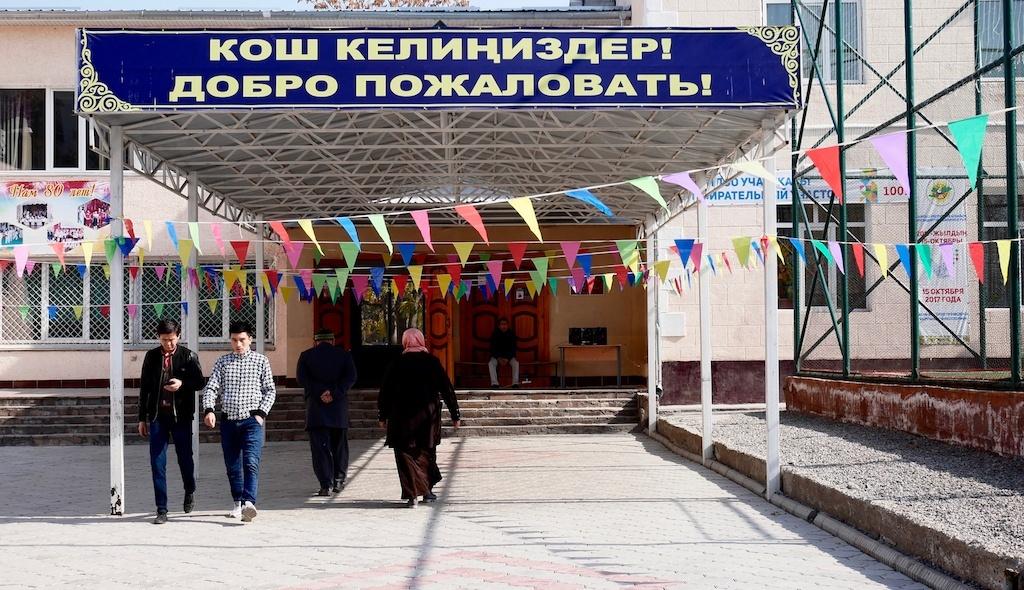 Präsidentschaftswahl Kirgistan Wahllokal Bischkek