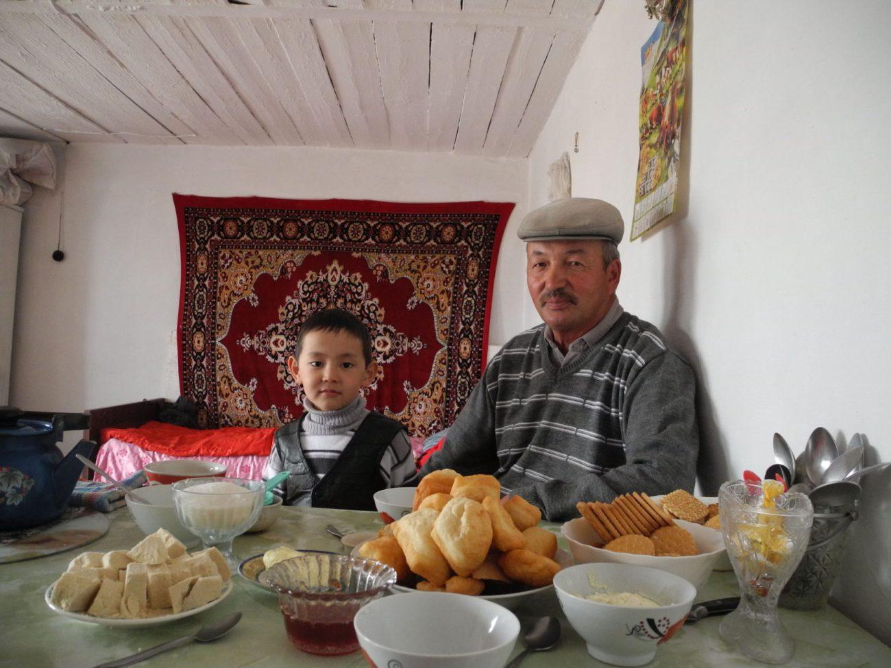 Schana-Aul kasachische Familie Esstisch