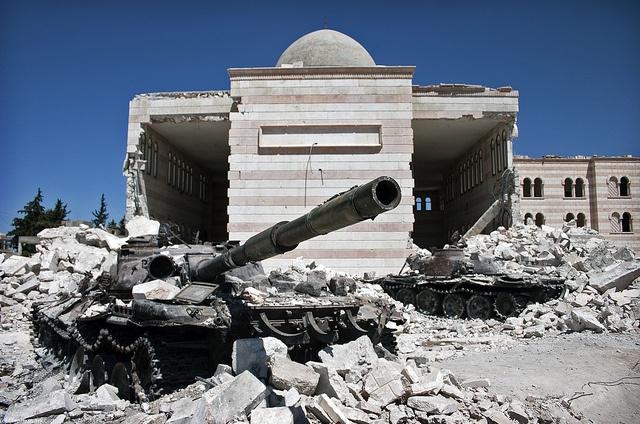 Syrien Bürgerkrieg ausgebrannter Panzer