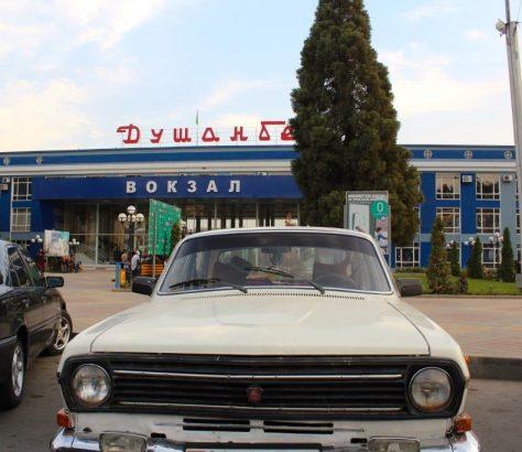 Wolga Auto Duschanbe Tadschikistan Bahnhof