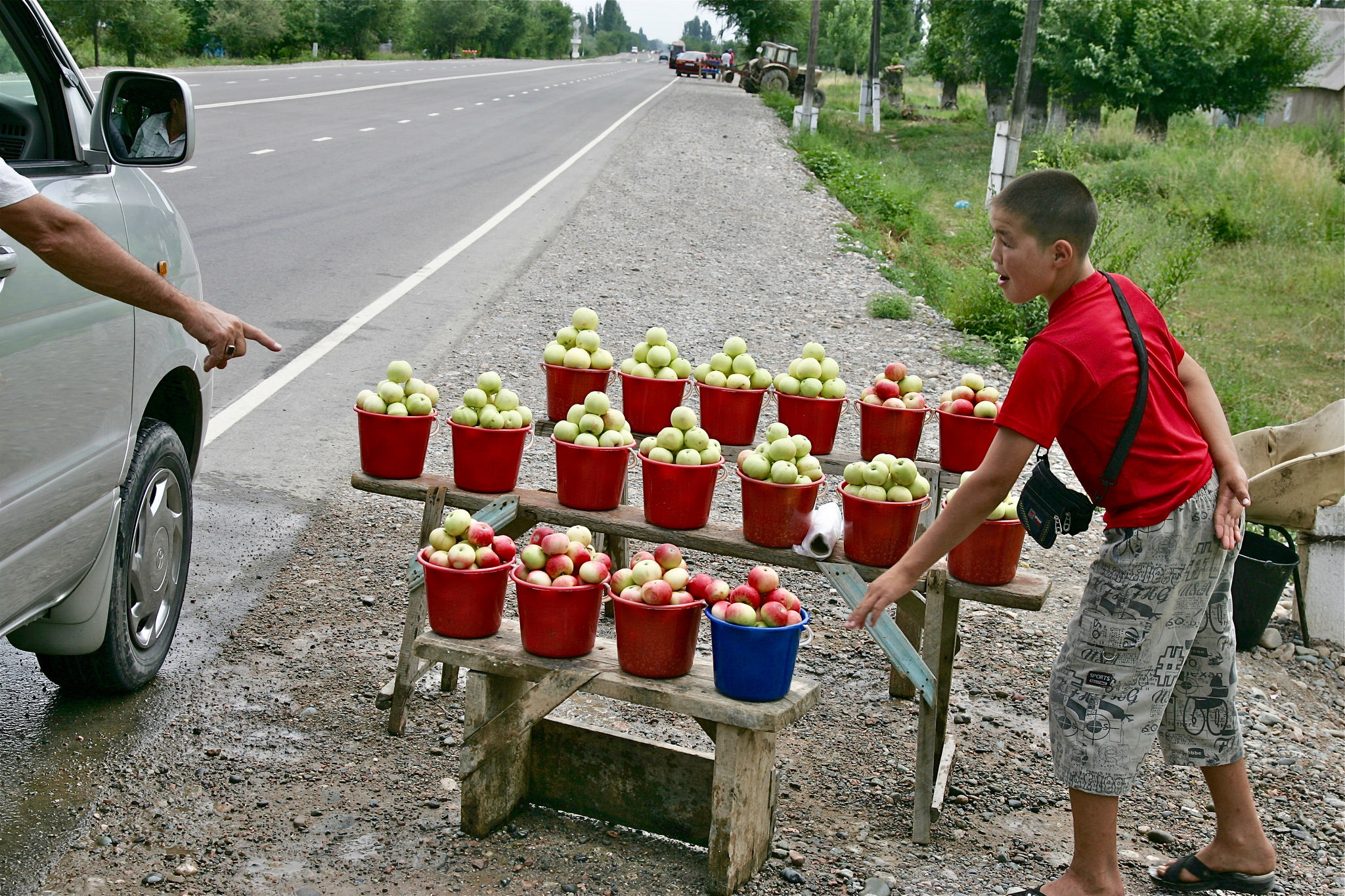 Apfelverkauf am Straßenrand Kirgistan