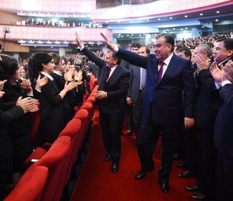 Mirsijojew auf Staatsbesuch in Duschanbe mit Rachmon