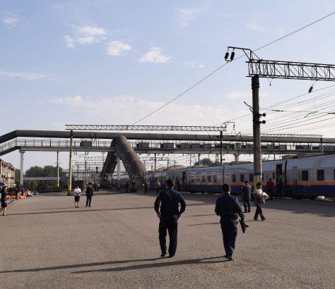 Bahnhof Kasachstan Schu Zug