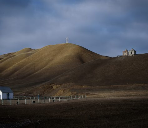 Friedhof auf dem Dorf in Kirgistan