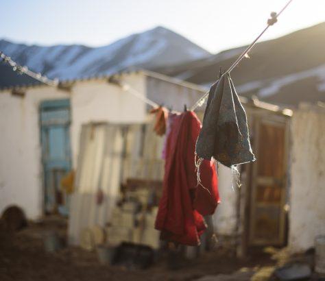 Wäsche trocknet in der Sonne in Kirgistan