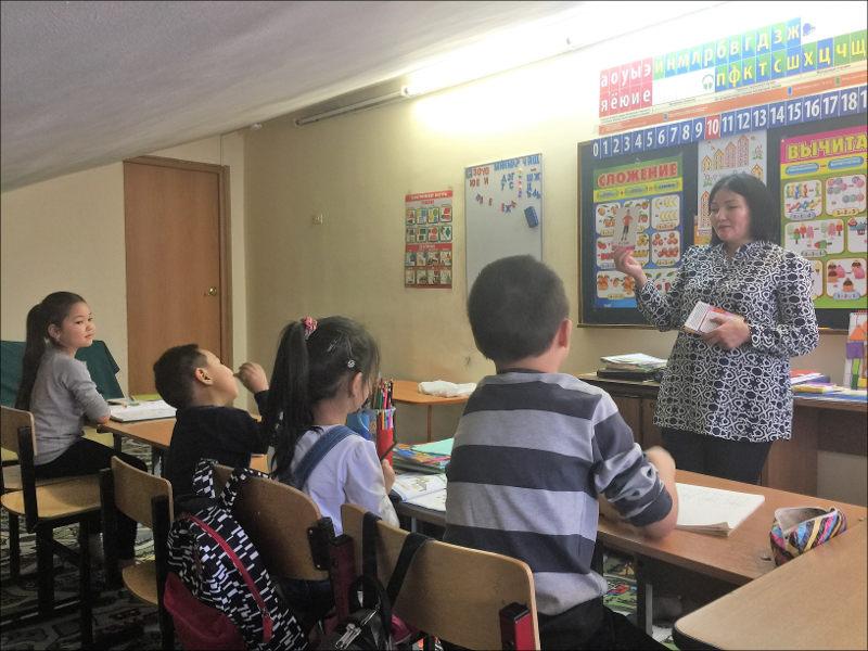 Kinder kirgisischer Arbeitsmigranten bekommen Russischunterricht