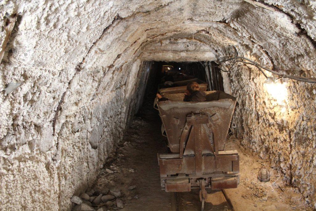 Überreste der Salzmine von Tschong-Tus Kirgistan