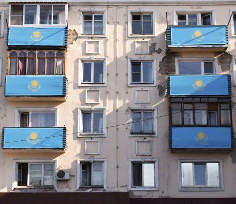 Flagge Kasachstan Gebaüde Öskemen