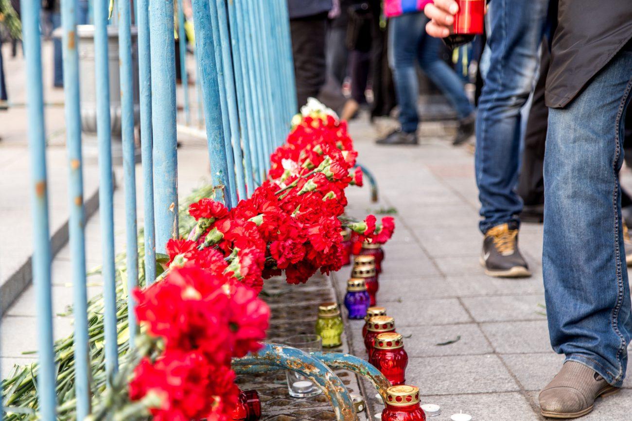 Blumen zum Gedenken den Attentats in Sankt Petersburg