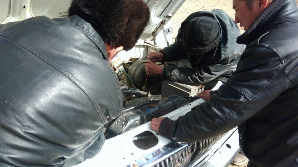 Motorreparatur in Murghab Tadschikistan