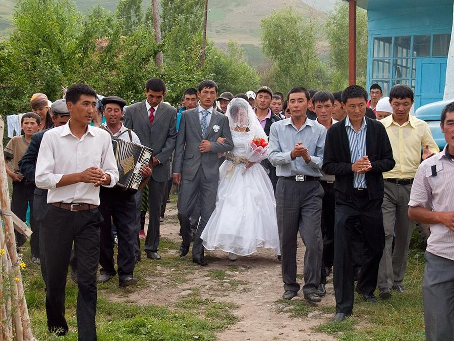 Toi, Hochzeit