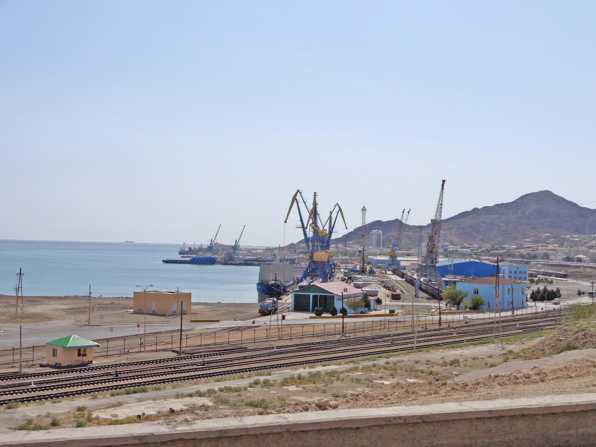 Der Hafen von Türkmenbaschi