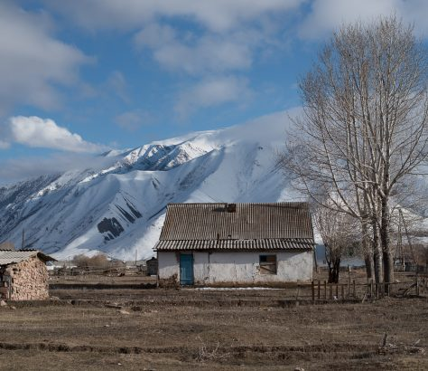Kirgistan Kojomkul Architektur
