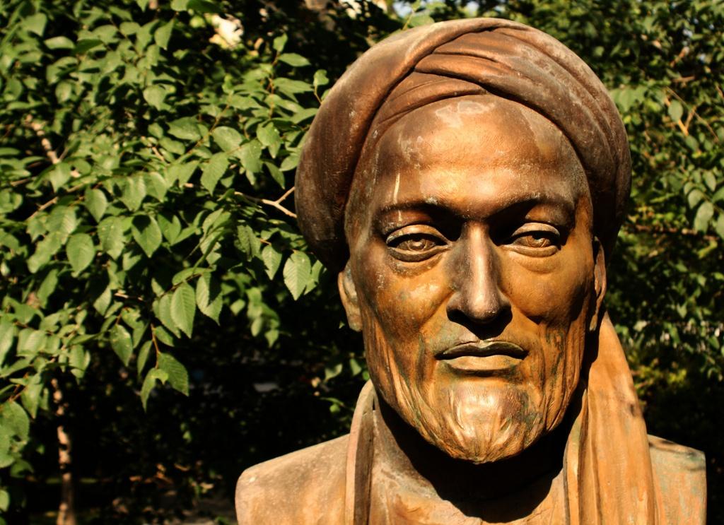 Statue Avicenna Teheran