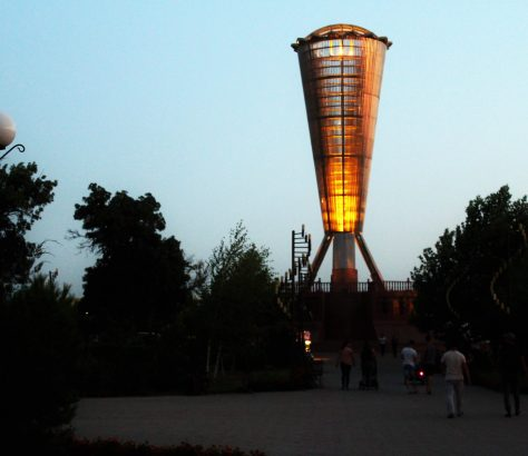 Kasachstan Schymkent Unabhängigkeitspark Denkmal Altyn Shanyrak