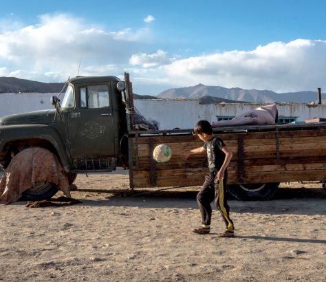 Bulunkul Tadschikistan Berg-Badachschan Junge Fußball