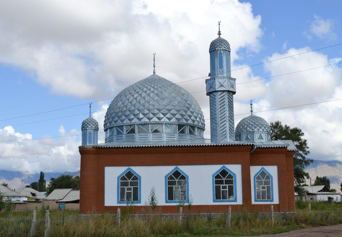 Eine Moschee in einem kirgisischen Dorf