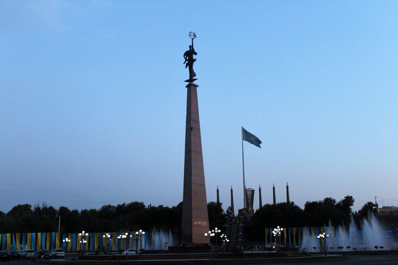 Das Denkmal im Ordabassy-Park