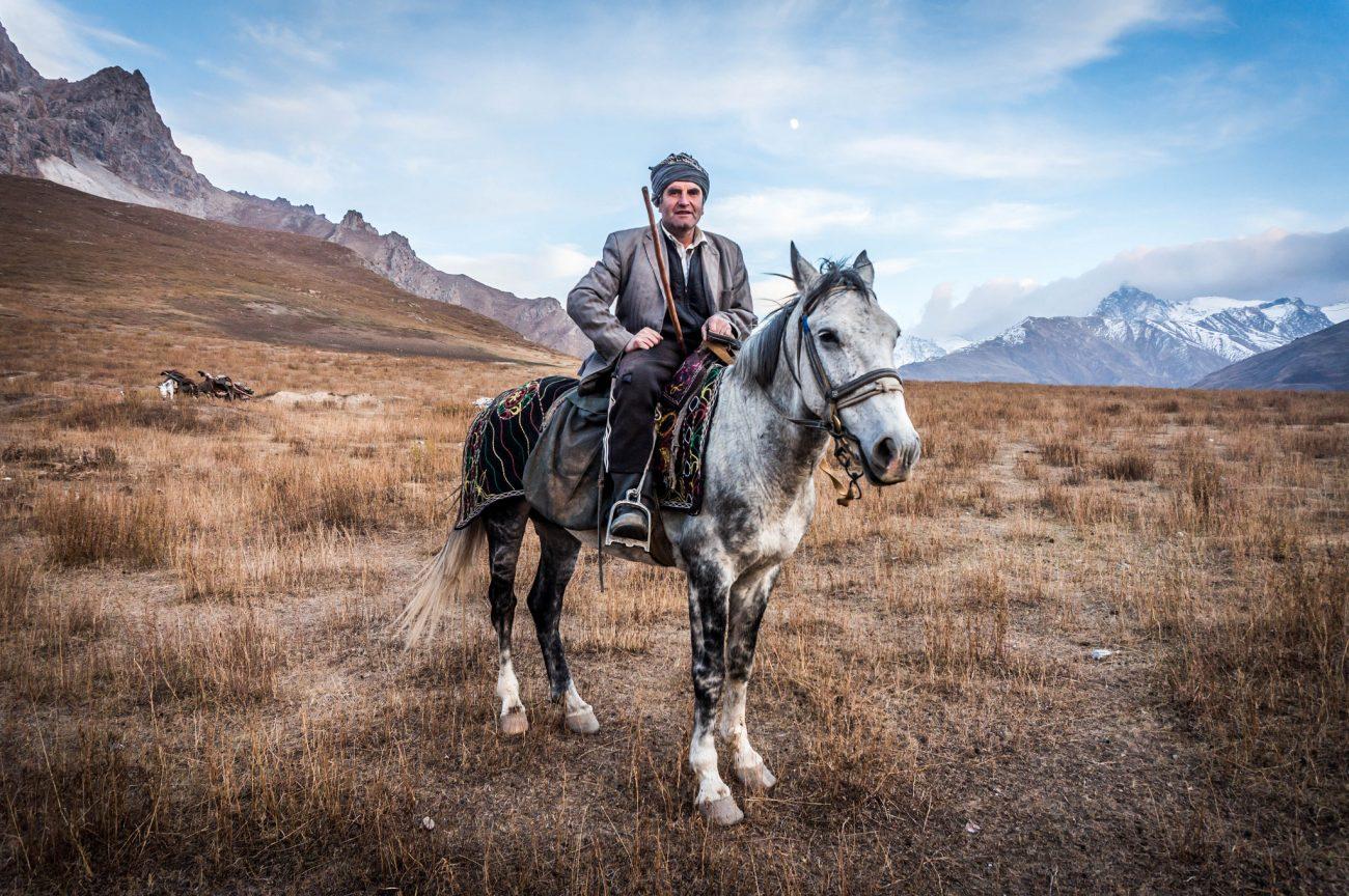 Der Hirte Feda auf seinem Pass im tadschikischen Pamir