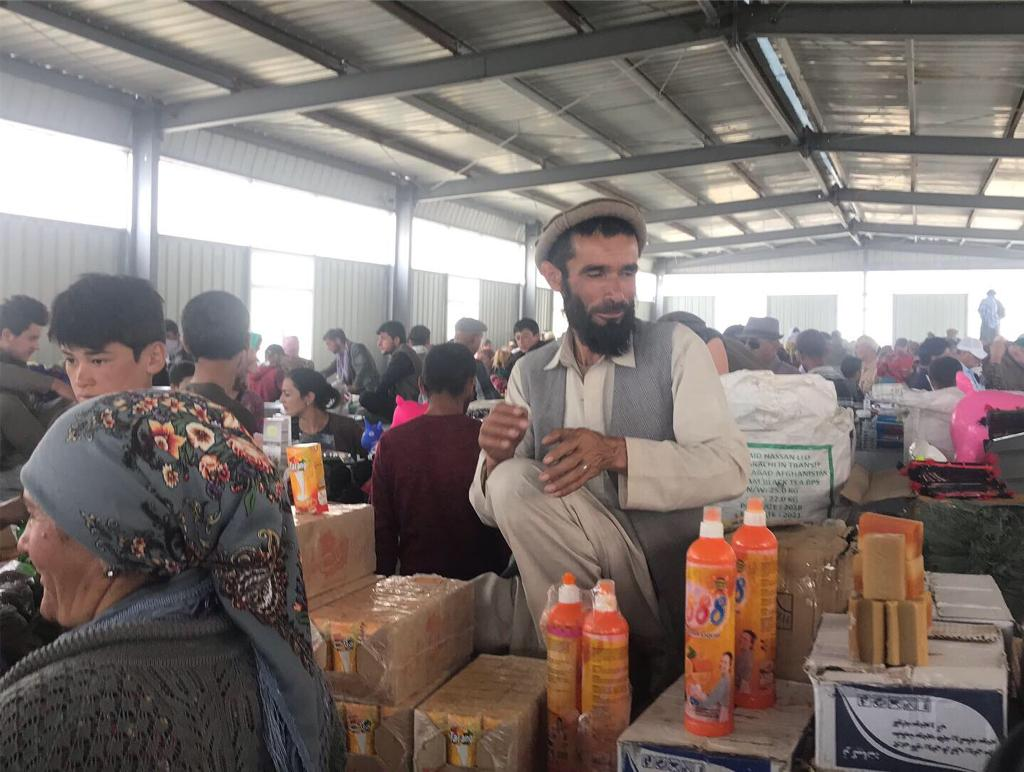 Ein afghanischer Händler in der Südhalle des Basars