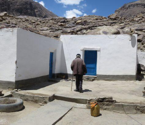 pamir alter Mann Tadschikistan Haus Dorf Berge