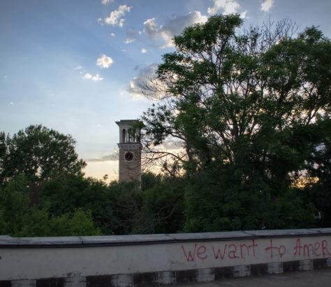 Uhrturm Taschkent Usbekistan Amir-Timur-Platz Stanislav Magay Graffiti