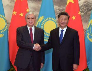 Kasachstans Präsident Toqaev und sei chinesischer Amtskollege Xi Jinping