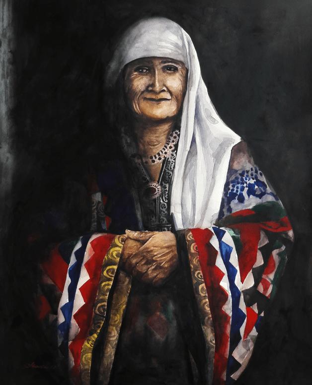 Porträt einer älteren Dame in traditioneller tadschikischer Kleidung