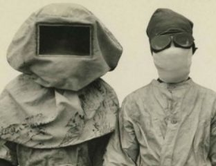 Menschen in Schutzkleidung
