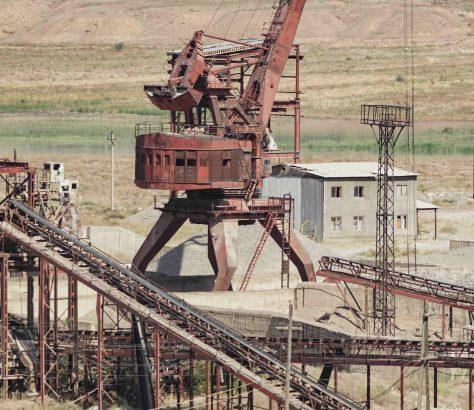 Ein Kieswerk am Fluss Naryn
