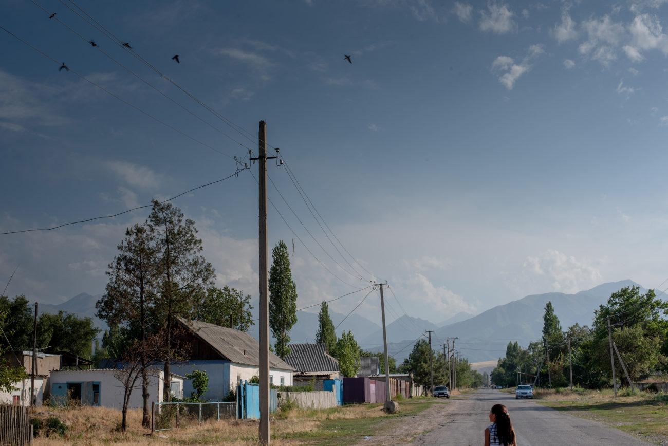 Dorf Kirgistan Mädchen Himmel