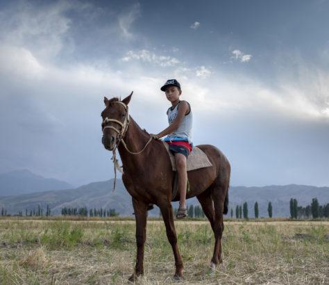 Bild des Tages Kirgistan Dorf Pferd Portrait