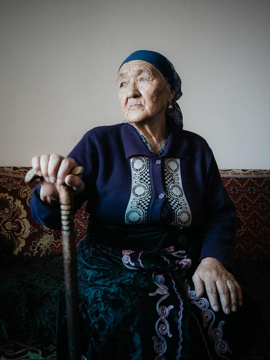 Heldenmutter Orden Sowjetunion Kirgistan Portrait