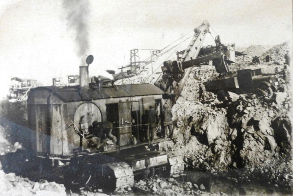 """Ein Bagger der Firma """"Marion"""" bei Erdarbeiten beim Bau des Hauptkanals. 1932"""