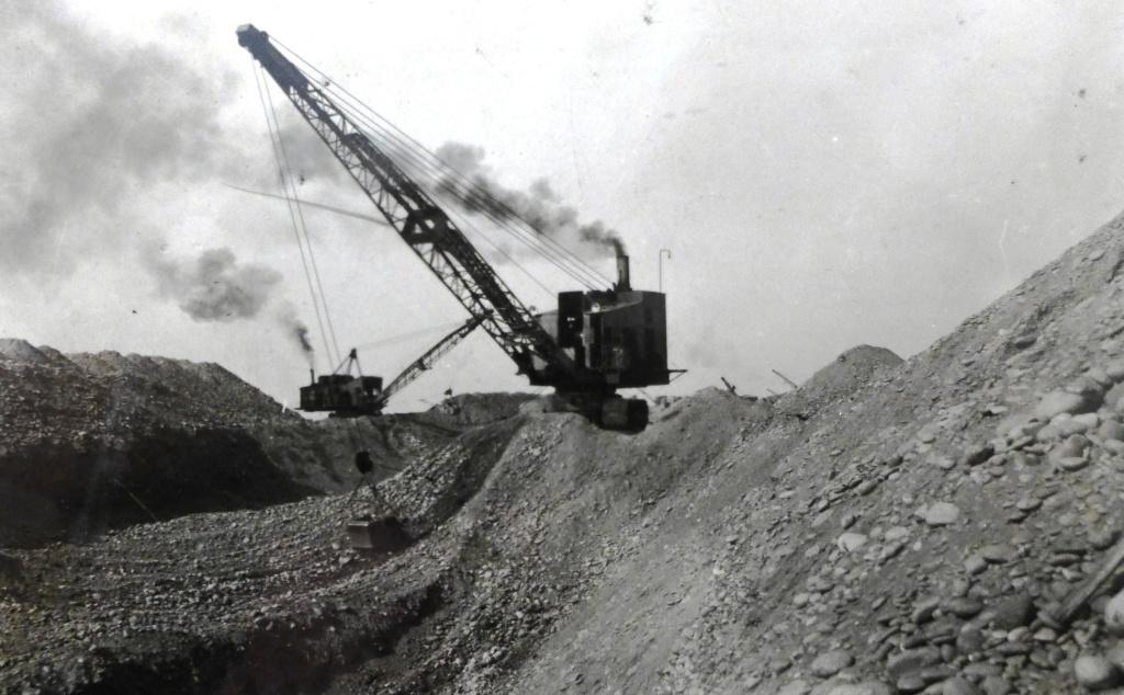 """Ein Bagger der Firma """"RUSTON"""" auf einer Baustelle des Wachschen Bewässerungssystems. 1933."""