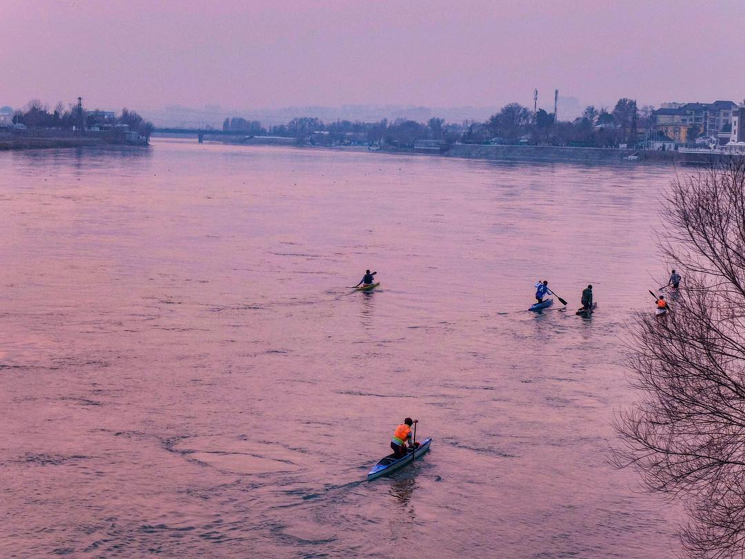 Sonnenuntergang tadschikistan khujand kayak winter