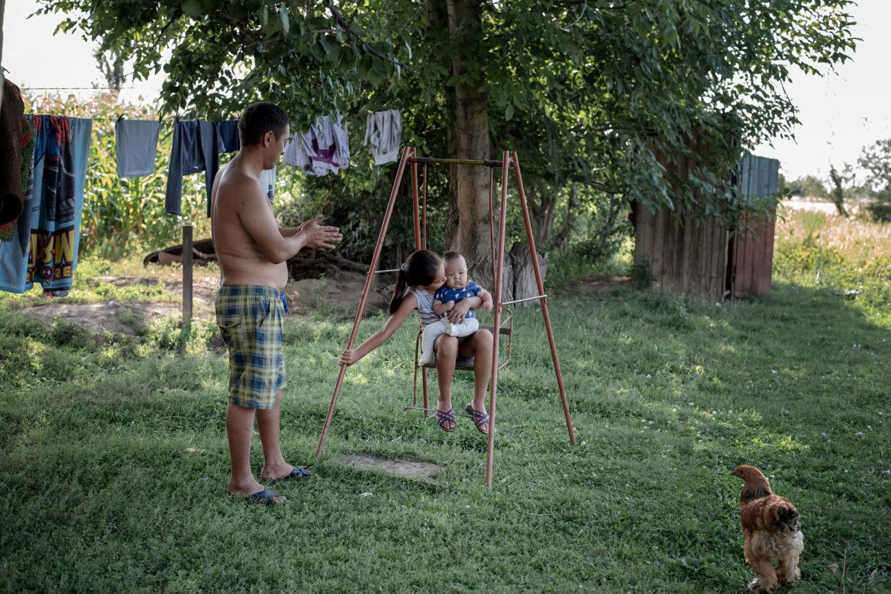 Kirgistan Familie Garten