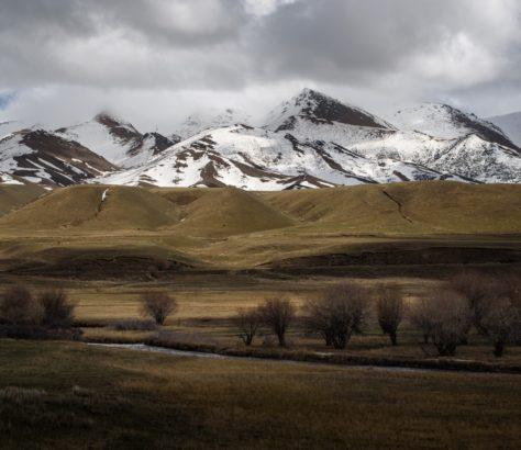 Frühling schnee Kirgistan berge