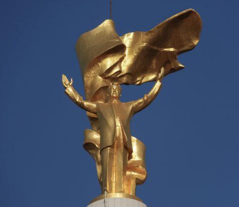 Vergoldete Statue turkmenistan ashgabat