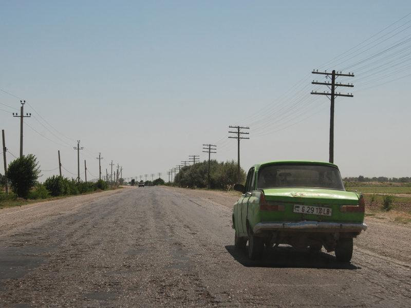 Bild des Tages Turkmenistan Türkmenabat Wagen Straße