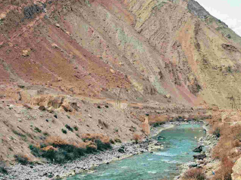 Straße zwischen Ayni Duschanbe