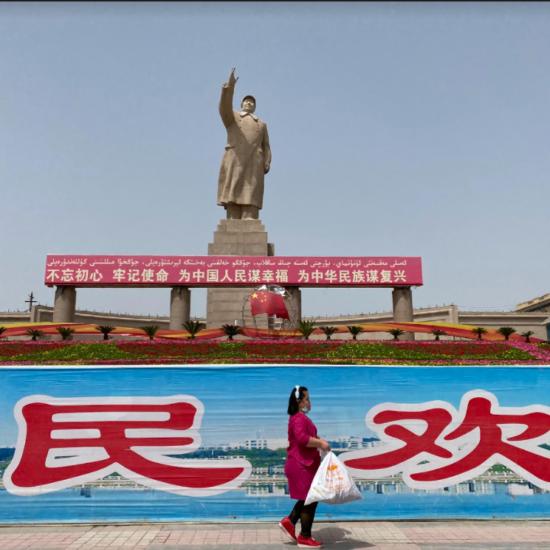 Statue Kashgar Xinjiang Mao China