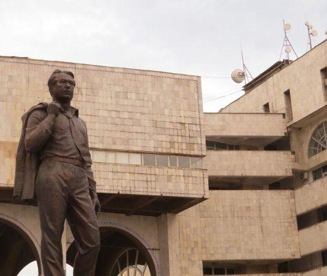 Tschingis Aitmatow Bischkek Denkmal